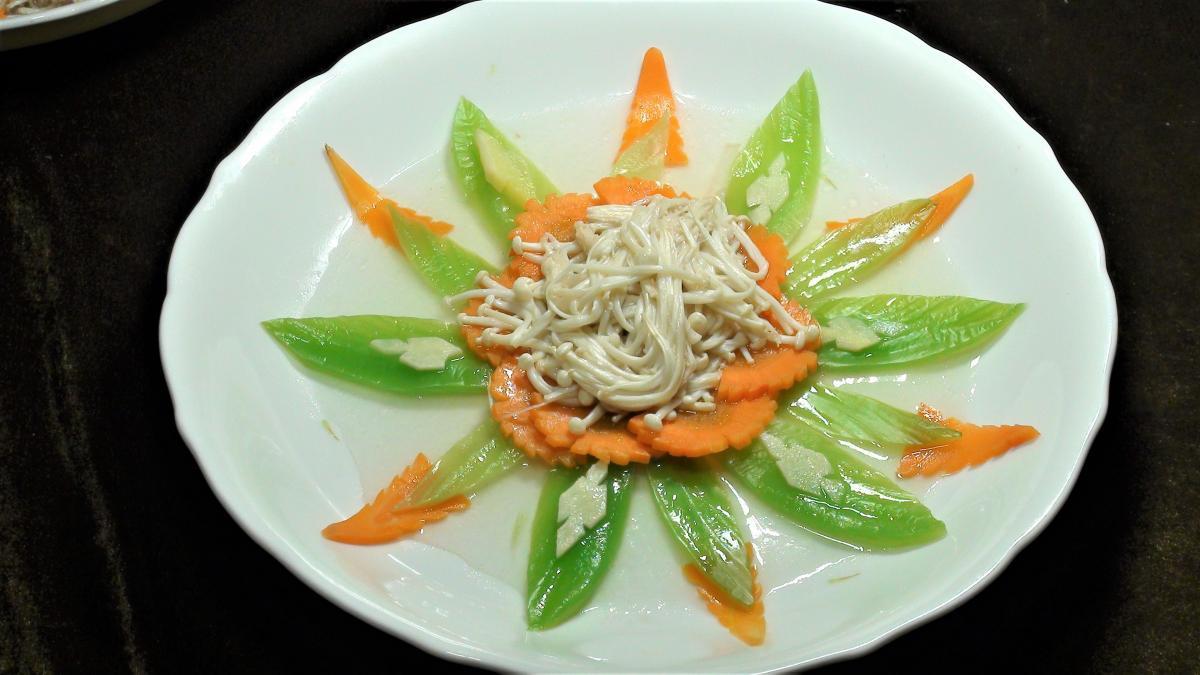 金菇扒芥菜